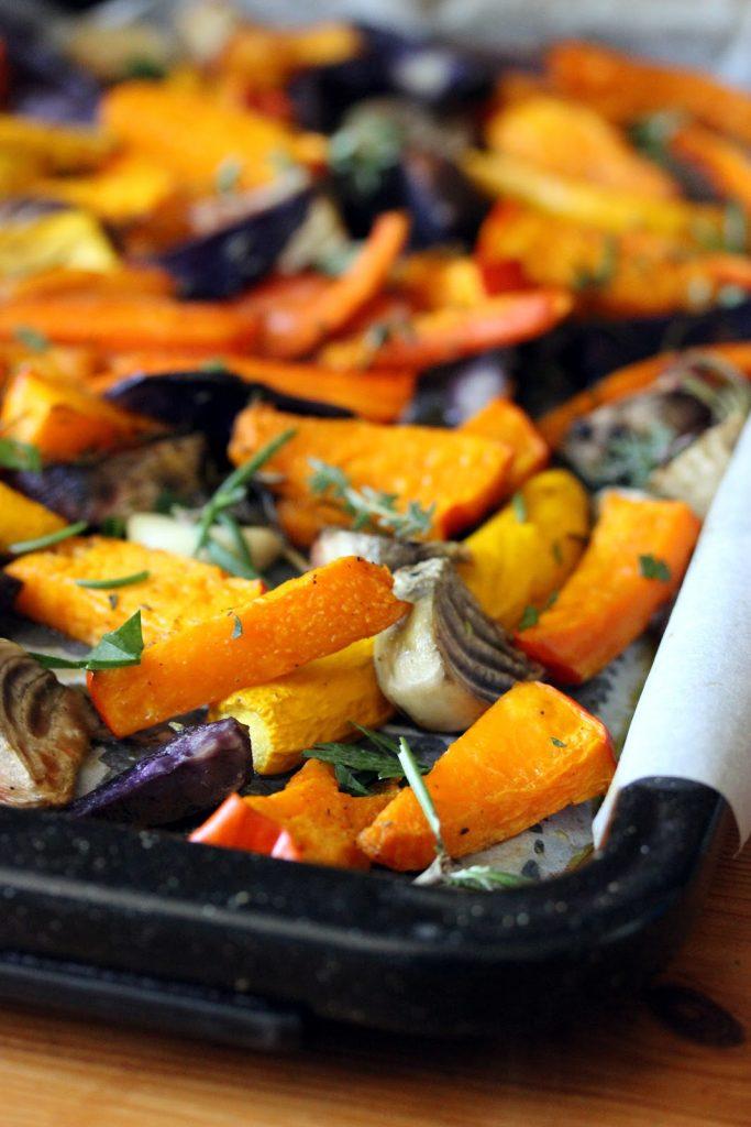Plaque de légumes d'automne rôtis