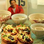 Soupe aux champignons croûtons au gorgonzola, pommes et noix de Jamie Olivier
