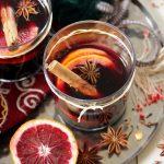 Vin chaud au thé chaï et aux quartiers d'orange