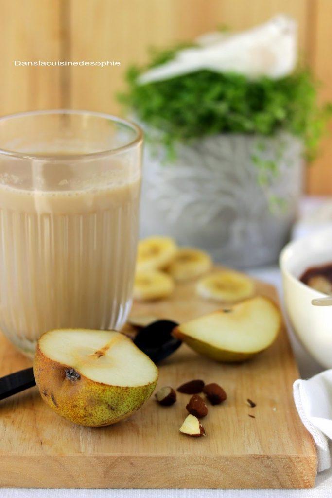 Verre de thé chaï au lait végétal de riz pour une pause gourmande ou le petit déjeuner