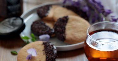 Biscuits sablés au chocolat et grué de cacao