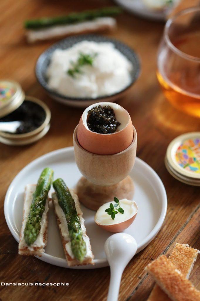 Oeufs à la coque au caviar et ses mouillettes au légumes