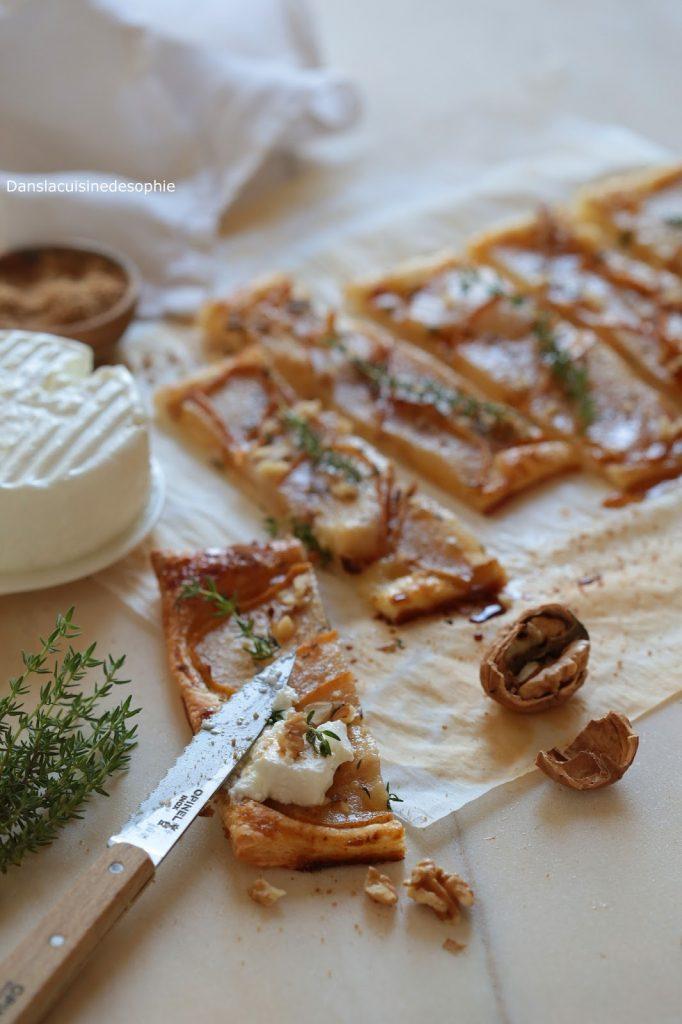 Tarte fine sucré-salée aux poires, sucre muscovado et aux noix servie avec du fromage de chèvre frais