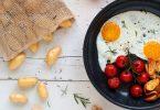 Oeufs au plat, pommes de terre rattes du Touquet sautées