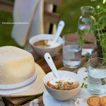 Bols de fromage blanc, compote de pêches roussane et noix
