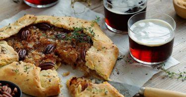 Tarte rustique aux oignons confits, sirop d'érable et sucre muscovado