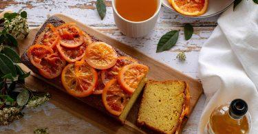 Cake sucré à l'orange, huile d'olive et safran