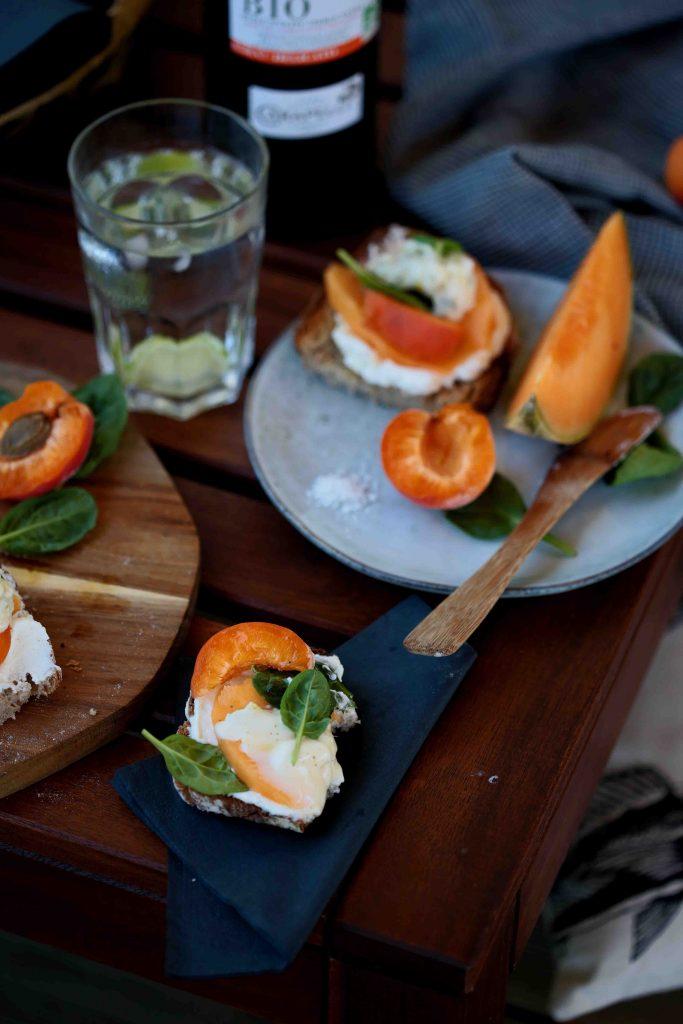 Tartines de melon, abricot, ricotta et mascarpone pour l'apéritif