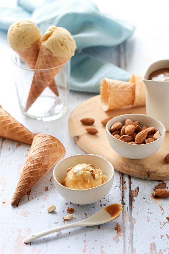 Crème glacée au lait d'amandes sans lactose, à servir en pot ou en cornet