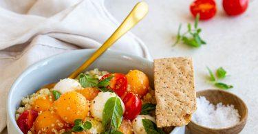 Salade de quinoa au melon et mozzarella