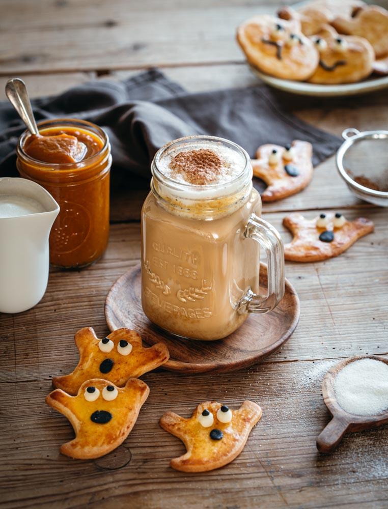 Biscuits sablés en forme de fantôme pour Halloween et pumkin spice latte maison