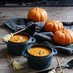 Velouté d'Halloween au potiron et balais de sorcière au fromage