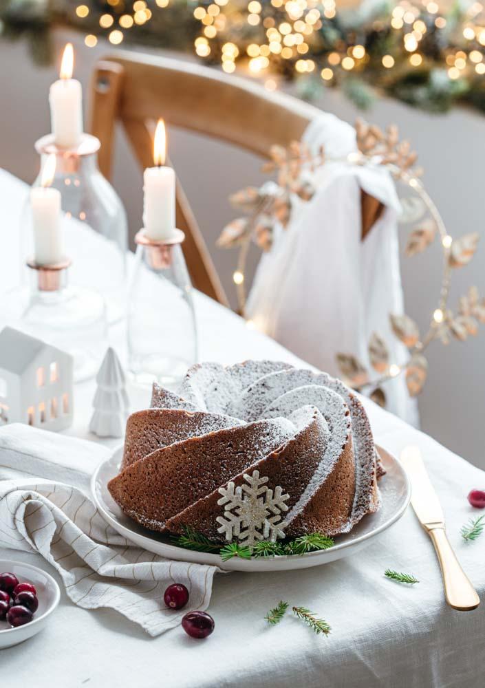 Gâteau bundt cake de la reine des neiges : le gourmand d'Arendelle à la crème de marrons prêt à être dégusté.