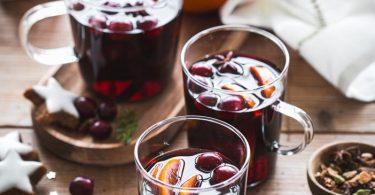 Vin chaud aux épices et aux cranberries