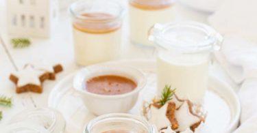 Panna cotta à la vanille avec un caramel à la saveur pain d'épices