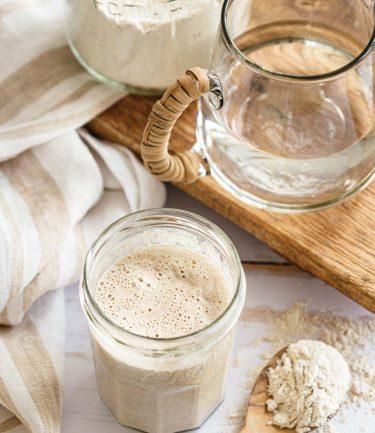 Bocal de levain naturel pour confectionner du pain maison
