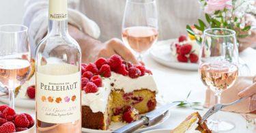 Gâteau aux framboises, amandes et chantilly