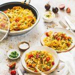 Pâtes au curry et aux tomates fraîches