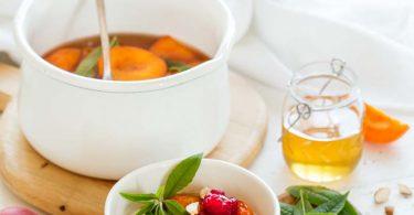 Abricots pochés au miel et à la vanille
