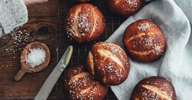 Petits pains bretzels moelleux
