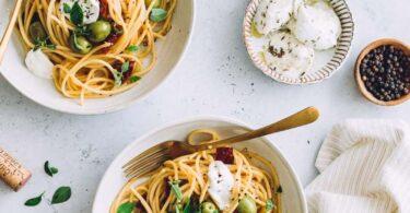 Spaghettis olives, tomates séchées et mozzarella : repas facile et cuisine du placard