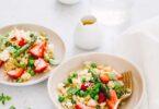 Salade de perles de blé, fraises, petits pois et asperges
